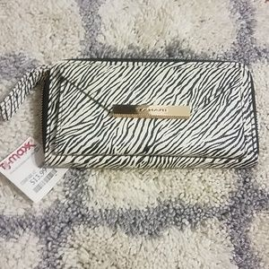 New with tags Tahari wallet